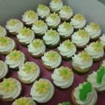gele bloemetjescupcakes