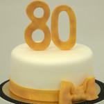 80 jaar petit fours toren minidessertjes cupcaketoren goud